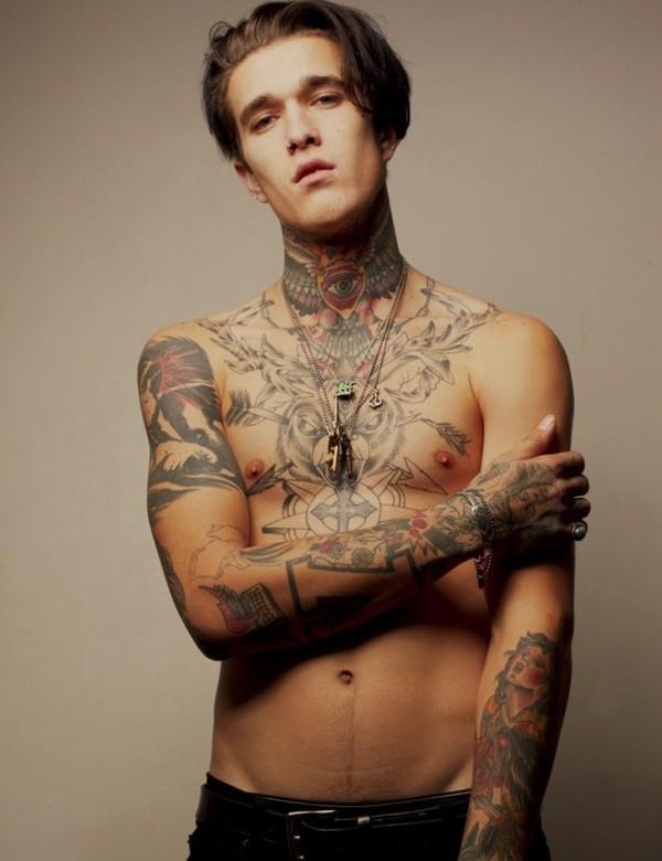 Homem tatuado Jimmy Q 49