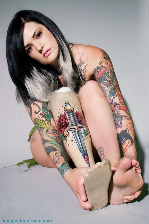 Mulher tatuada Amina Munster 01