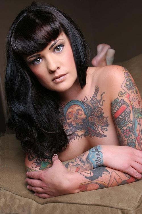 Mulher tatuada Amina Munster 02