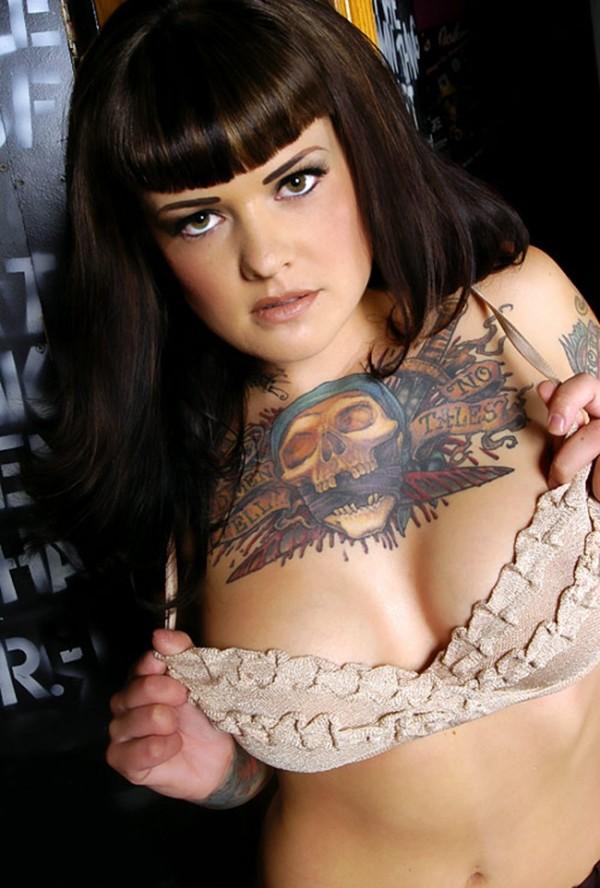 Mulher tatuada Amina Munster 04