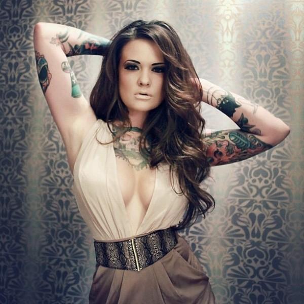 Mulher tatuada Amina Munster 05
