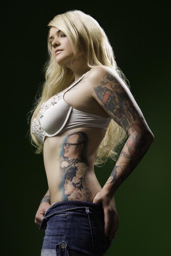 Mulher tatuada Amina Munster 07