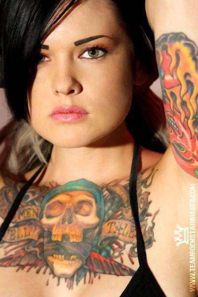 Mulher tatuada Amina Munster 08