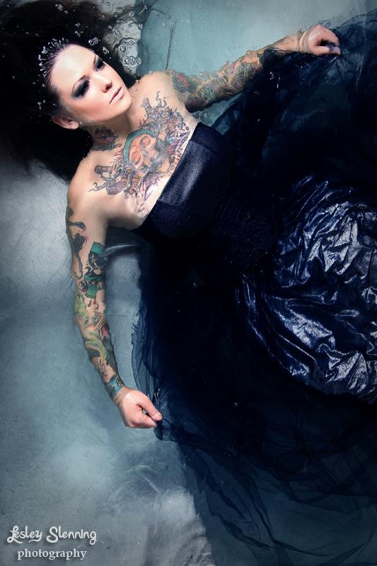 Mulher tatuada Amina Munster 11
