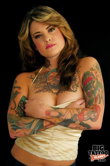Mulher tatuada Amina Munster 14