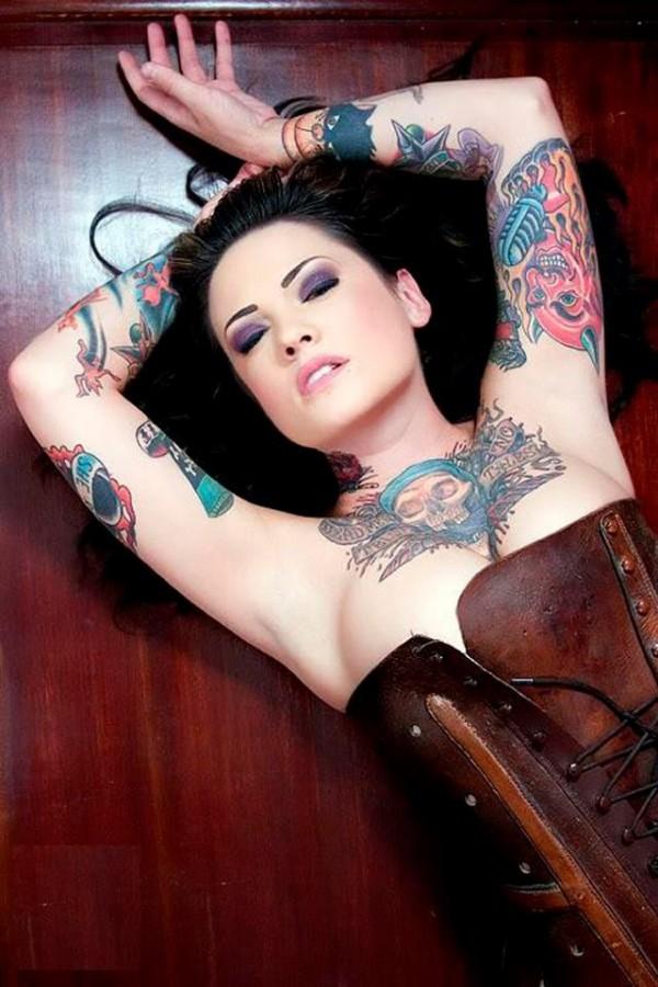 Mulher tatuada Amina Munster 17