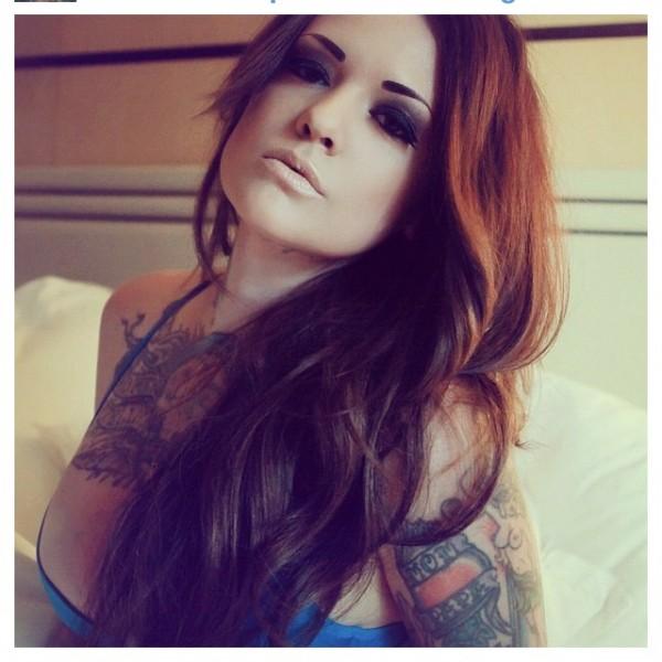 Mulher tatuada Amina Munster 19