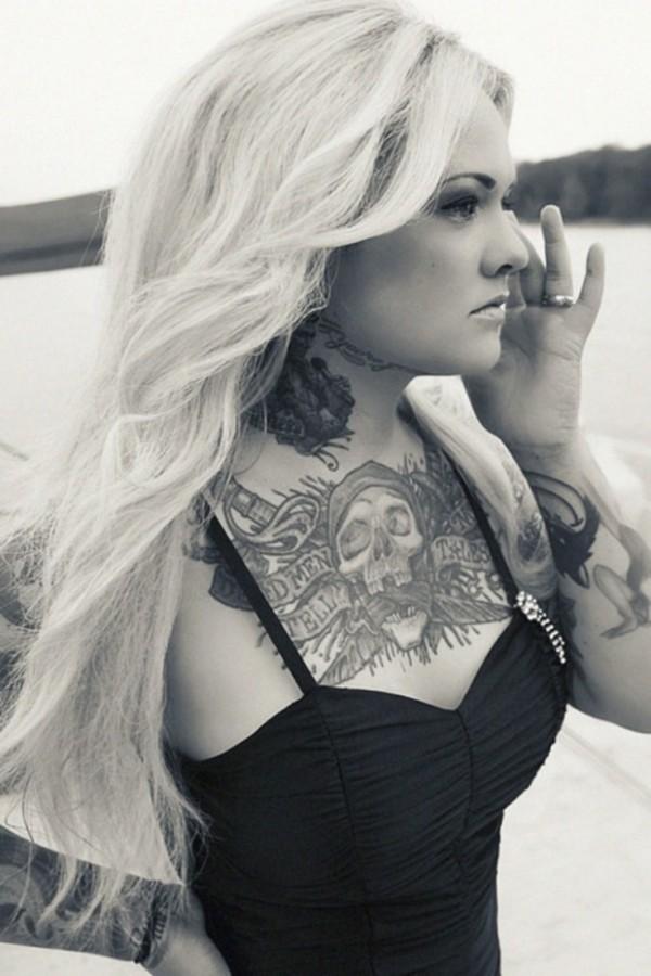 Mulher tatuada Amina Munster 23