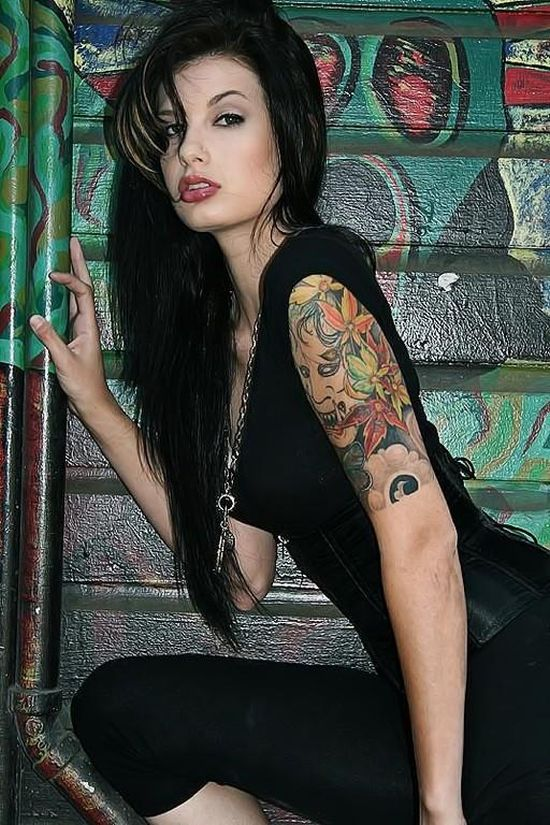 girls_with_tattoos_23