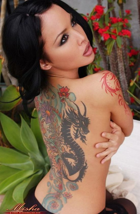 hot_girls_with_tattoos_06