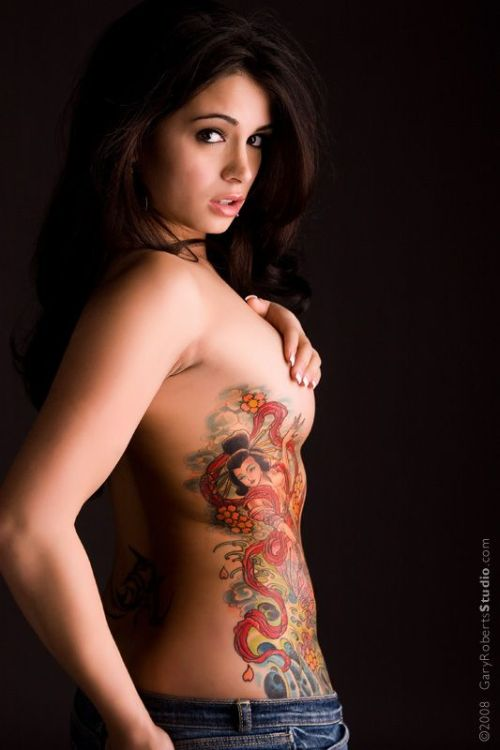 hot_girls_with_tattoos_08