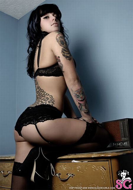 hot_girls_with_tattoos_34