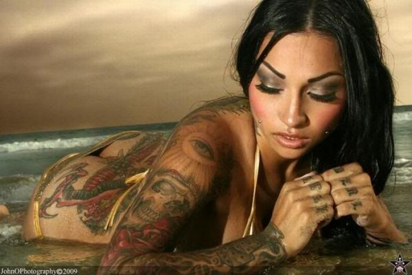 hot_girls_with_tattoos_75