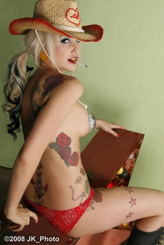 hot_girls_with_tattoos_76