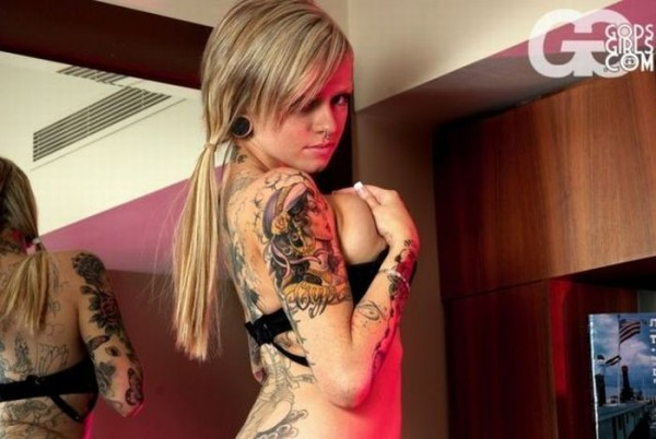 hot_girls_with_tattoos_90