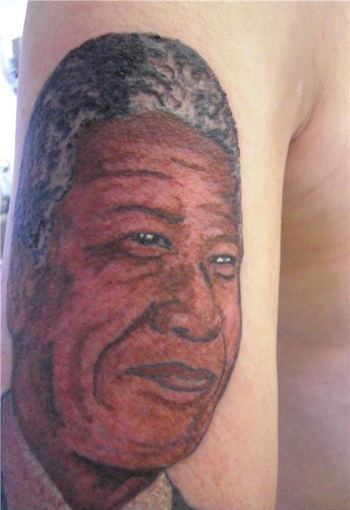 Tatuagens mal feitas para rir 06