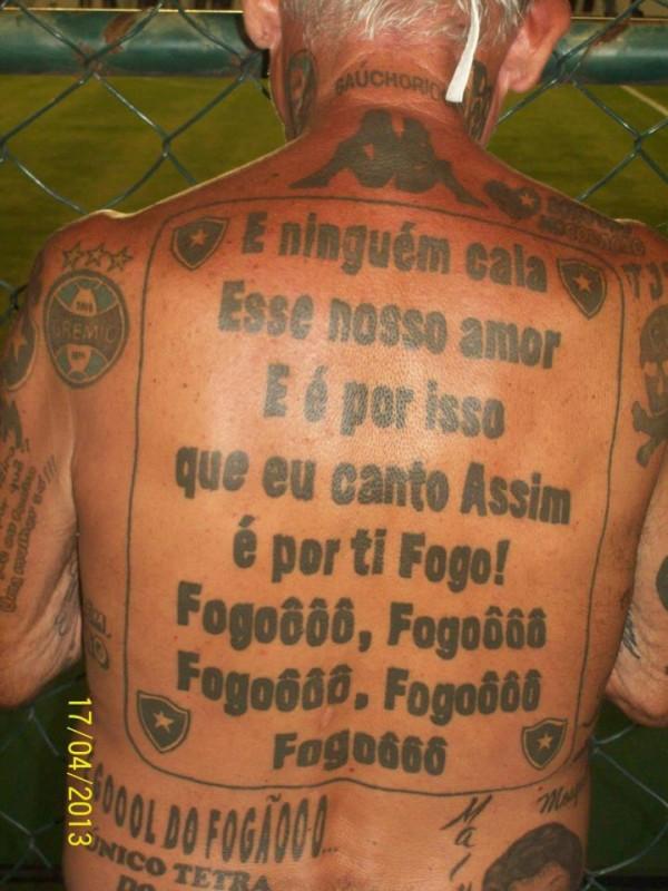Torcedor do Botafogo tem mais de 70 tatuagens do time 04