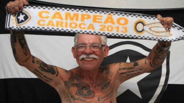 Torcedor do Botafogo tem mais de 70 tatuagens do time 07