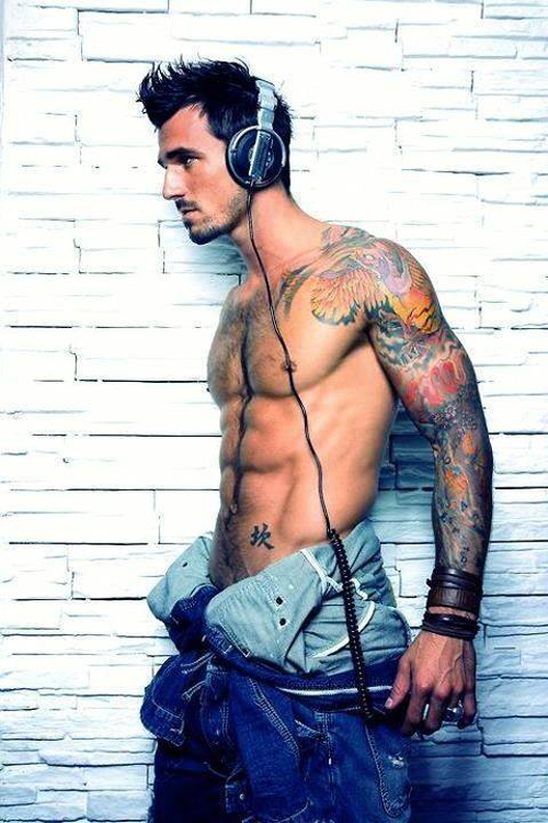 13-Tattooed-man-with-headphones