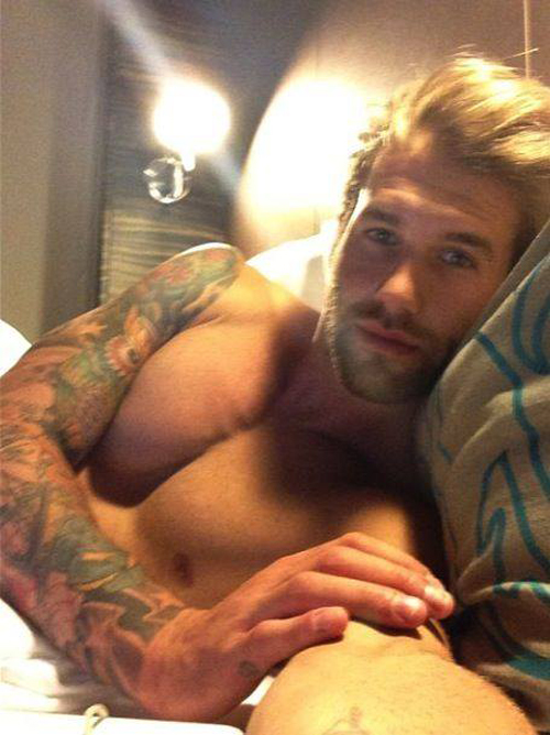 8-Tattooed-man-in-bed-selfie