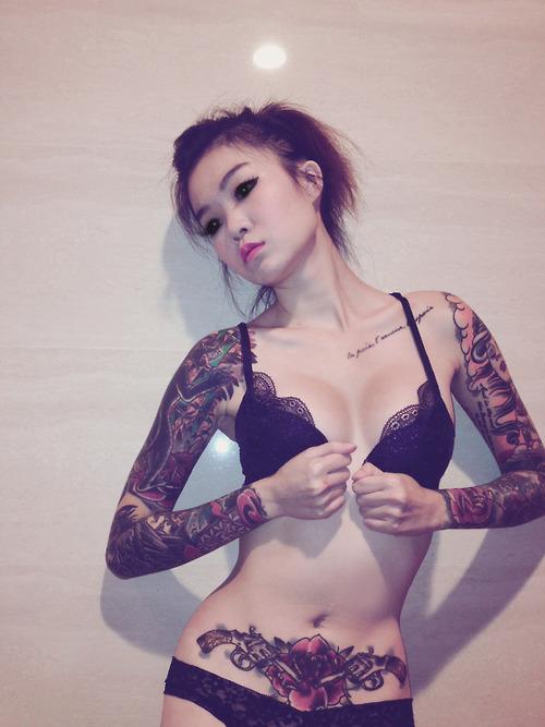 Namoradas Tatuadas 04