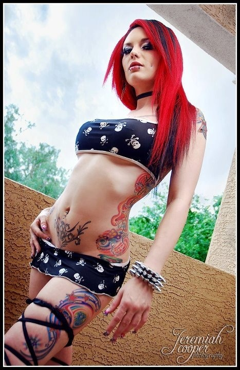 Mulheres tatuadas para casar 15