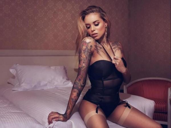 Mulheres tatuadas para casar 24