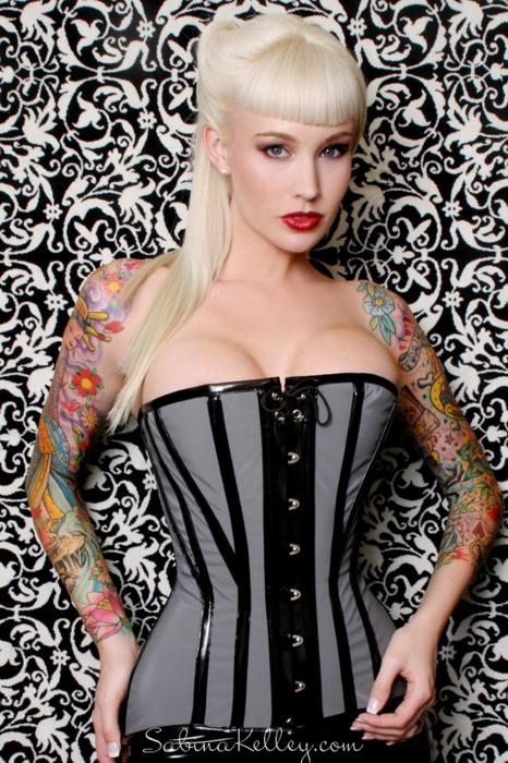 Mulheres tatuadas para casar 38