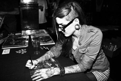 Mulheres tatuadas para casar 39
