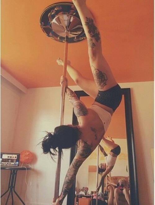 Poledancer tatuada 05