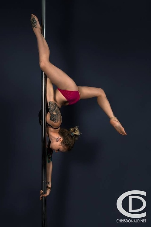 Poledancer tatuada 13