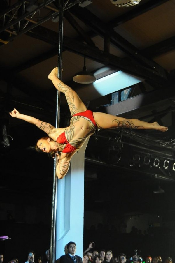 Poledancer tatuada 25