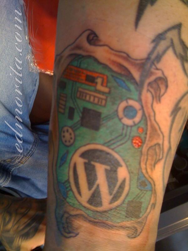 Tatuagens de internet e redes sociais 02