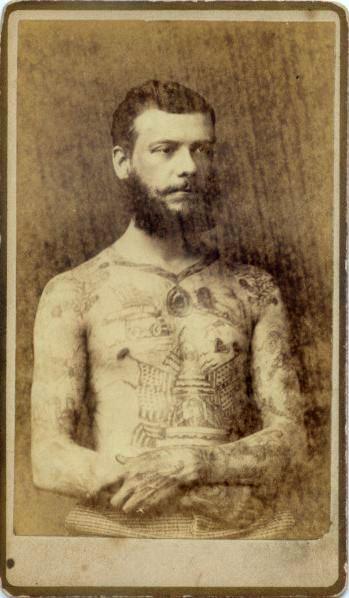 Foto Antiga de Homem Tatuado 01