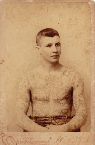 Foto Antiga de Homem Tatuado 03