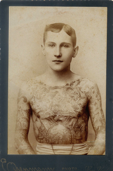 Foto Antiga de Homem Tatuado 04
