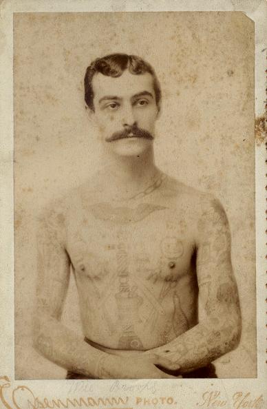 Foto Antiga de Homem Tatuado 05