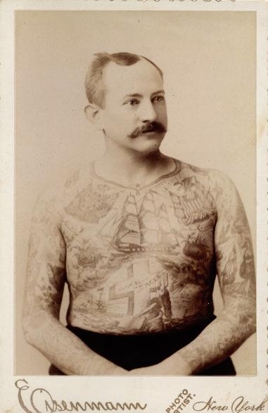 Foto Antiga de Homem Tatuado 06