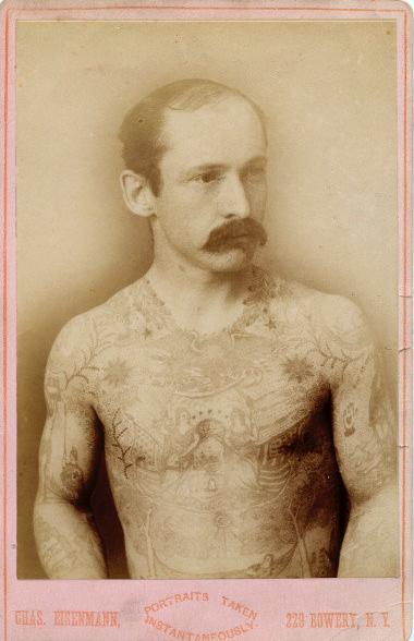 Foto Antiga de Homem Tatuado 07