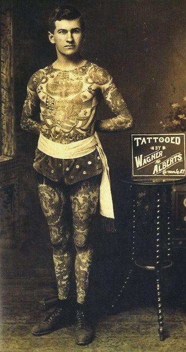 Foto Antiga de Homem Tatuado 10