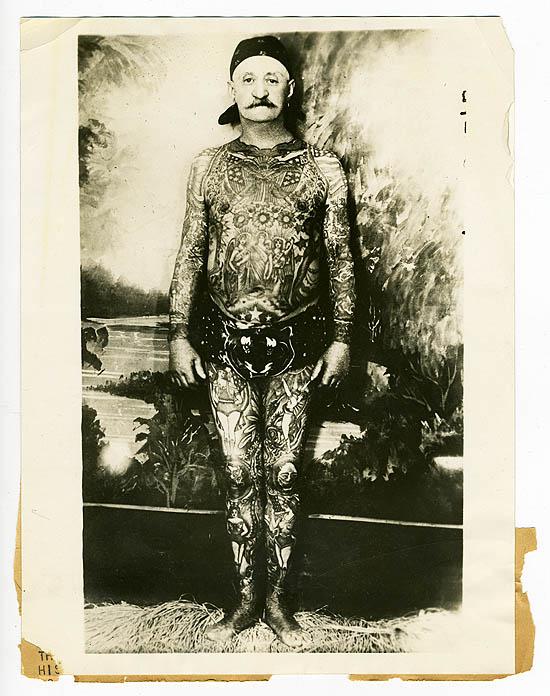 Foto Antiga de Homem Tatuado 11