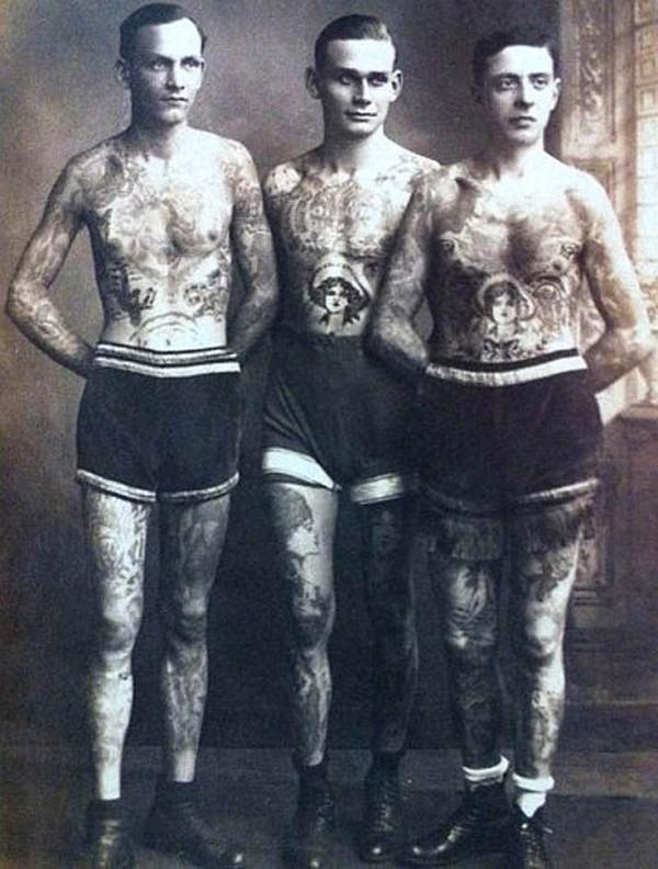 Foto Antiga de Homem Tatuado 13