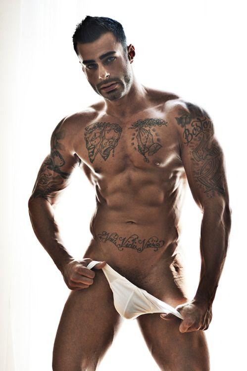 Homem Tatuado 12