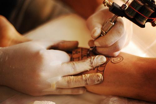 Fotos de tatuadores trabalhando 06