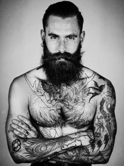 Barbudo tatuado 04