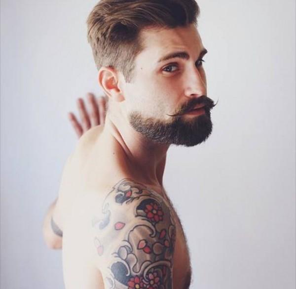 Barbudo tatuado 06