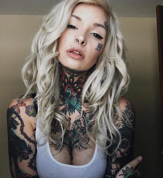 Belas tatuadas 13