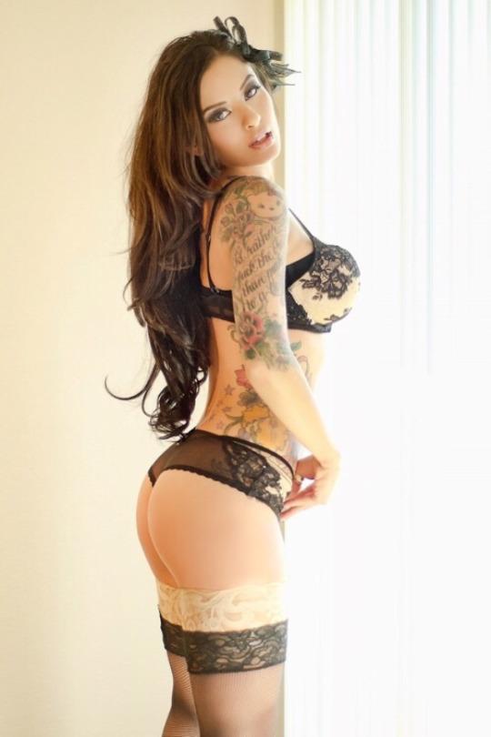 Belas tatuadas 15