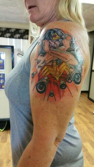 Tatuagens da Mulher Maravilha 22