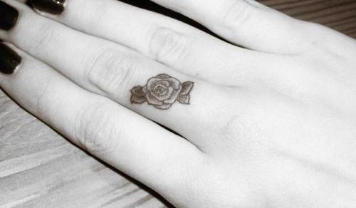 finger-rose-tattoo_slodive